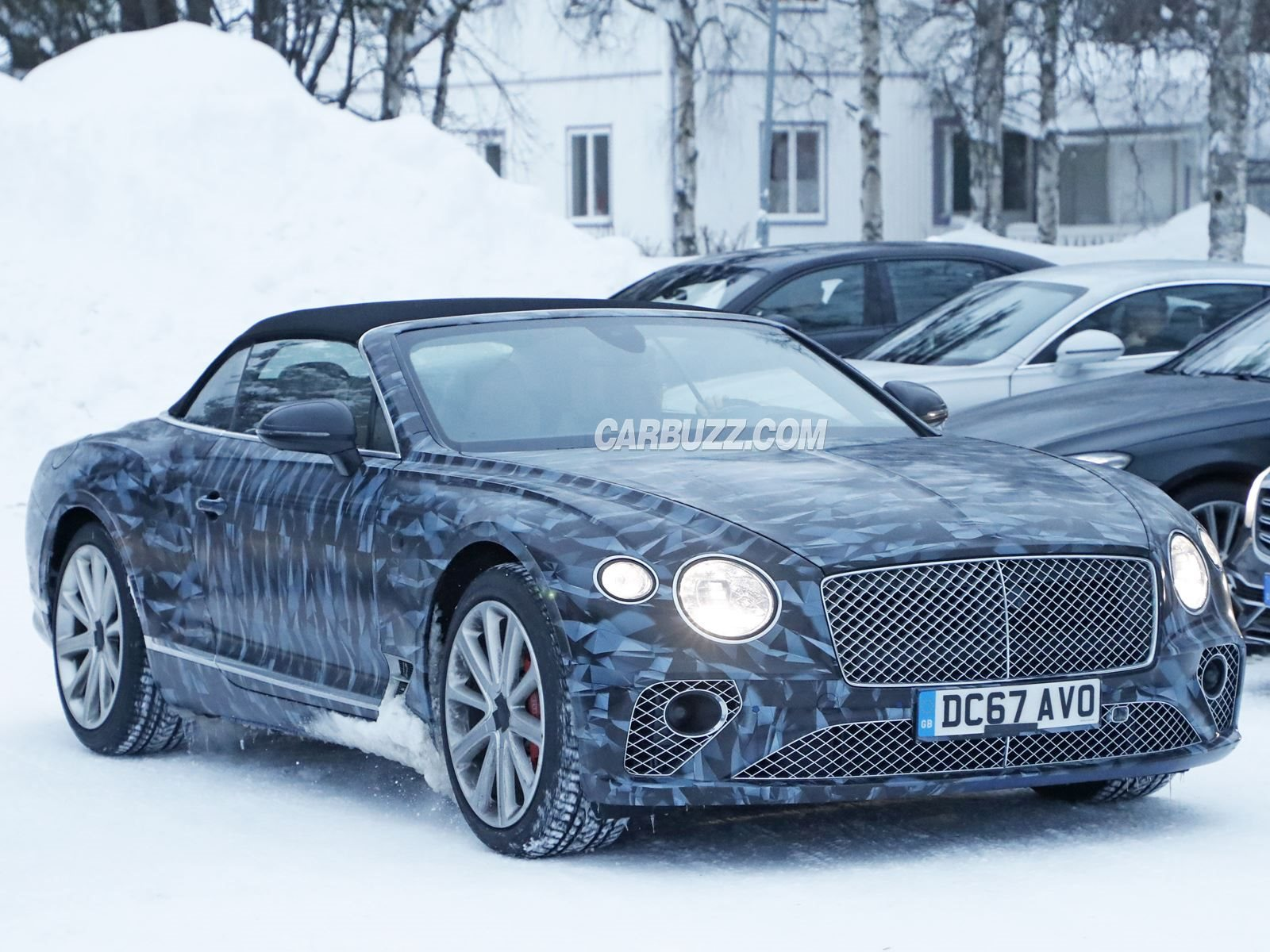 ahead show stack bentley news more new of bentayga frankfurt jeep center revealed suv