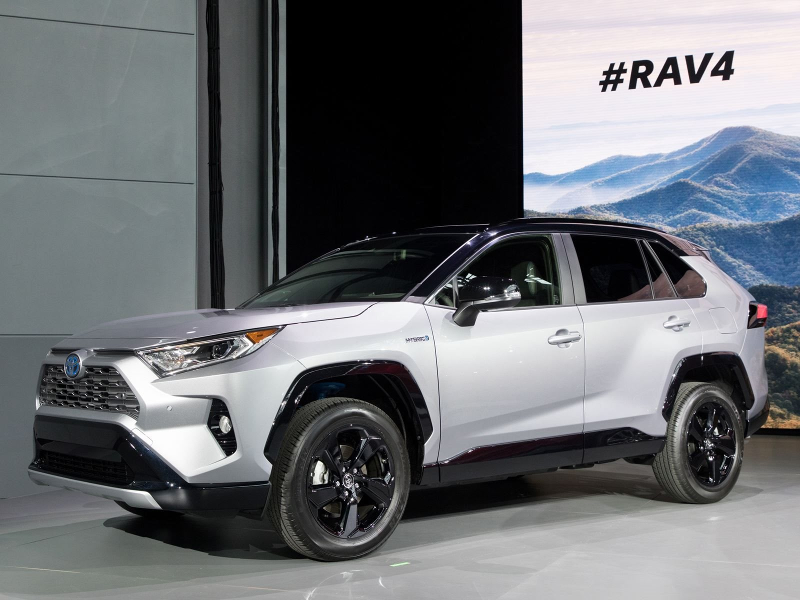 the 2019 toyota rav4 hybrid will have a 600 mile range carbuzz. Black Bedroom Furniture Sets. Home Design Ideas