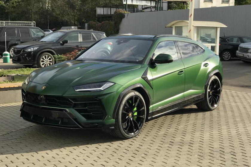 Tesla Model S Custom >> Lamborghini Urus Gets Aggressive Carbon Fiber Makeover - CarBuzz
