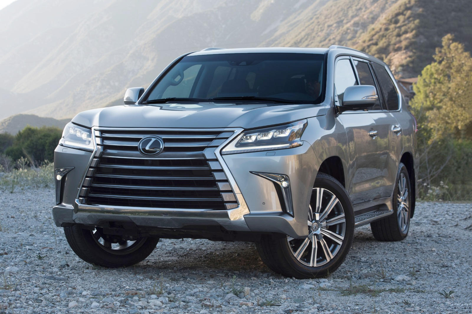 Lexus LX 570 Two Row