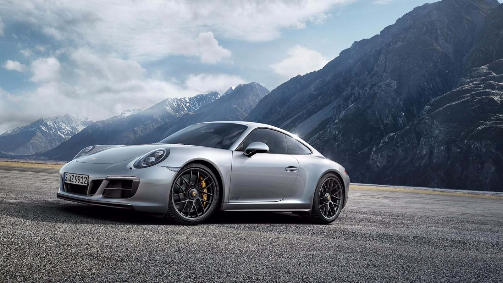 2018 porsche 911 carrera 4 gts review trims specs and price carbuzz. Black Bedroom Furniture Sets. Home Design Ideas