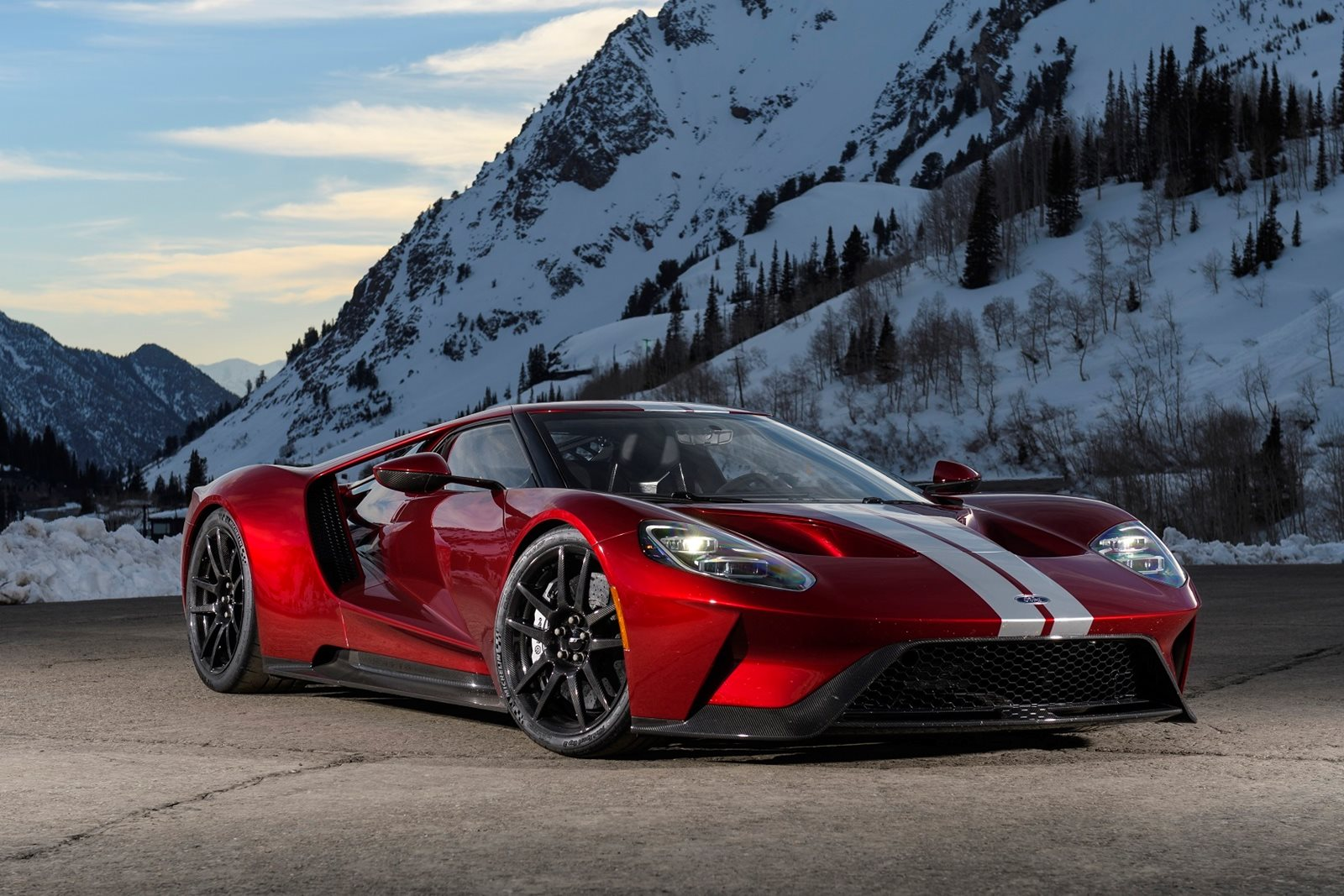 2018 Ford GT Coupe Review, Trims, Specs and Price - CarBuzz