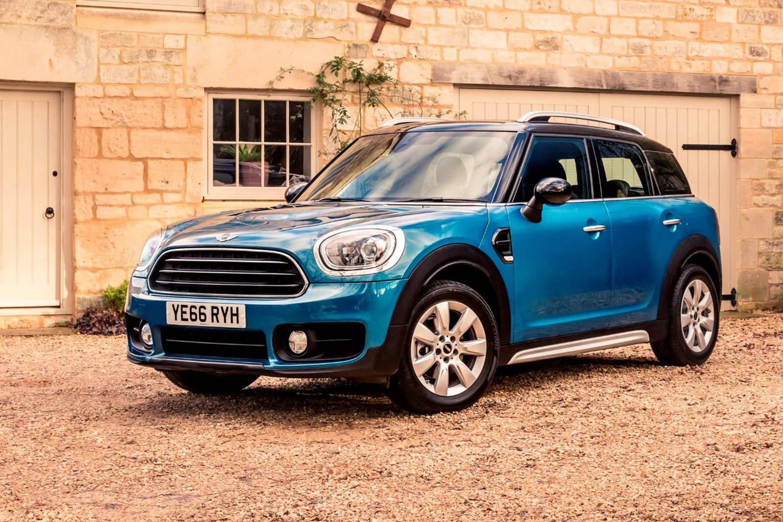 Mini Cooper Countryman: photos, review, specifications, equipment and reviews of owners 24