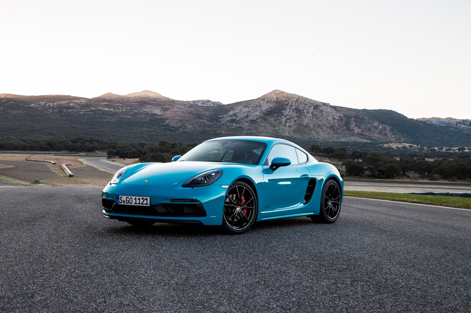 Honda Supercar Price >> 2018 Porsche 718 Cayman Coupe Review, Trims, Specs and Price - CarBuzz