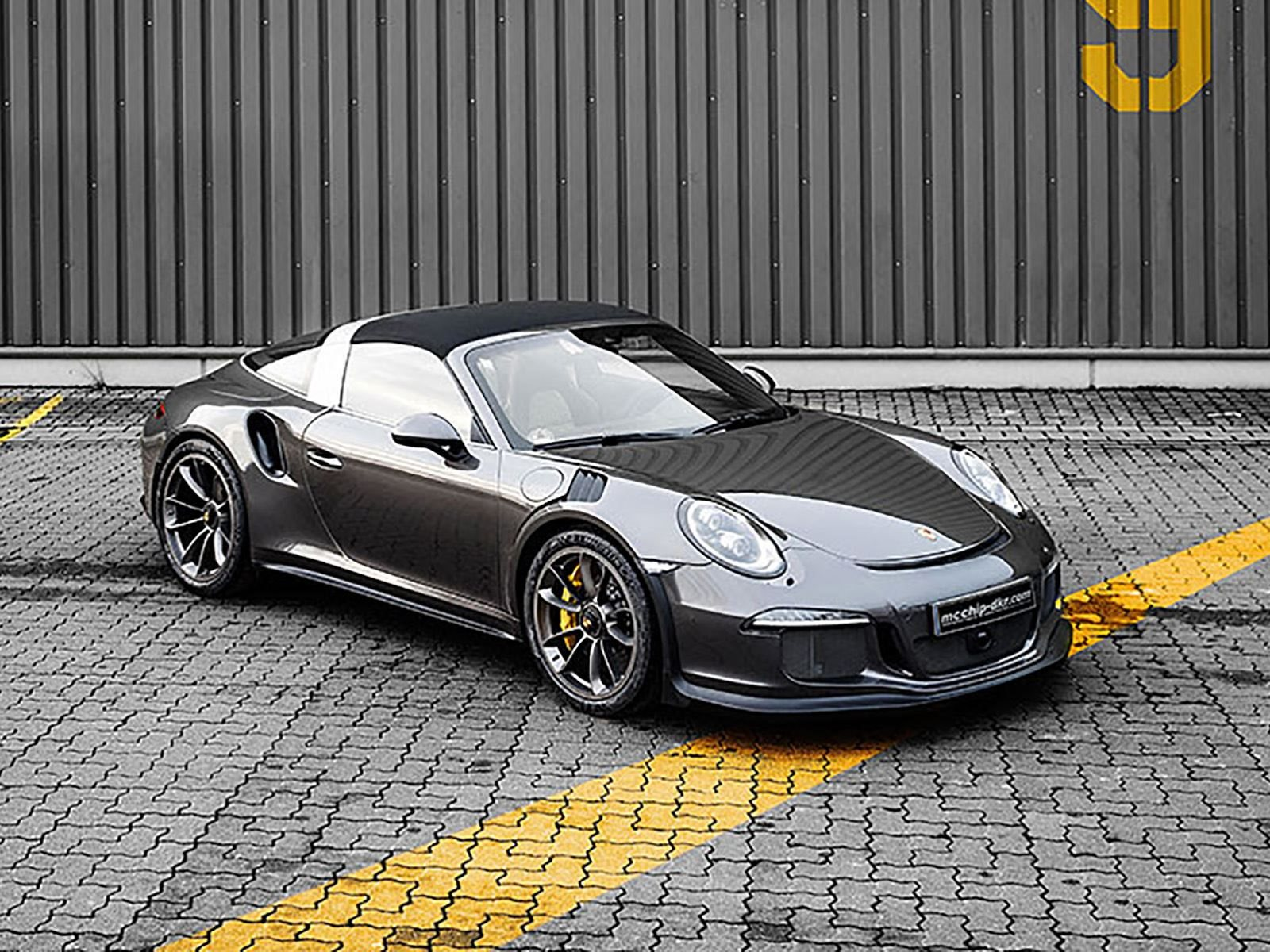 this is the next best thing to a porsche 911 gt3 rs convertible carbuzz. Black Bedroom Furniture Sets. Home Design Ideas