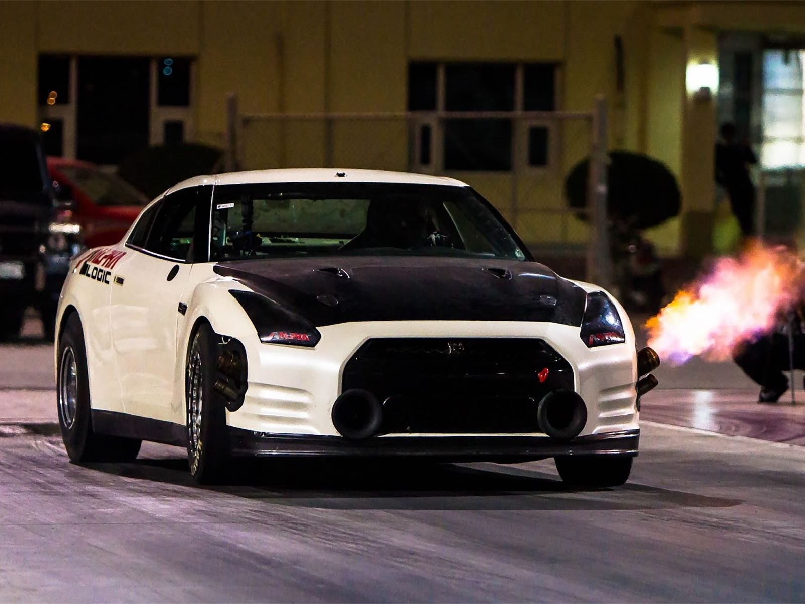 Watch The World's Fastest Nissan-GTR Sets A New Quarter-Mile Record ...