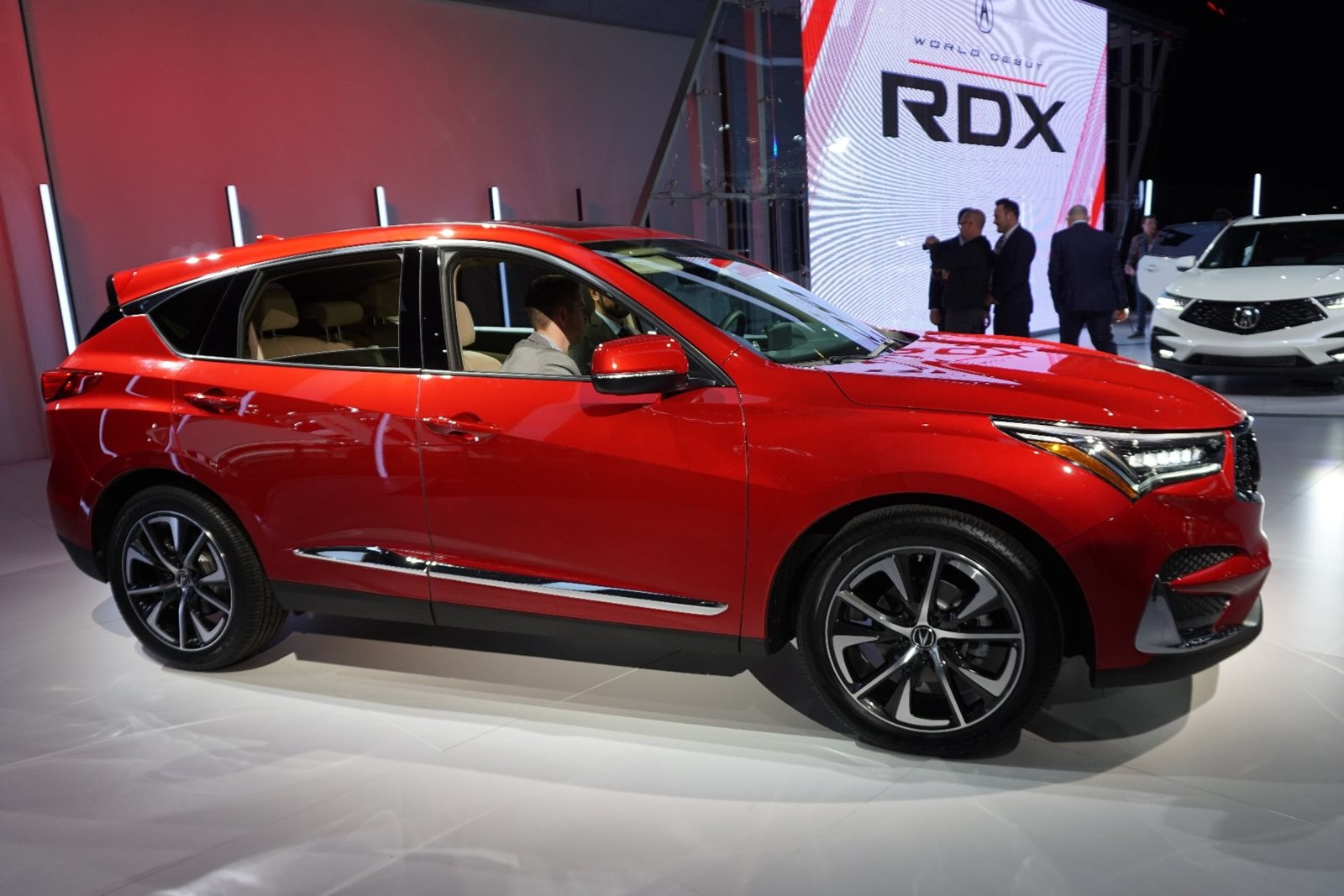All New 2019 Acura Rdx Is Bigger Torquier Sharper Carbuzz