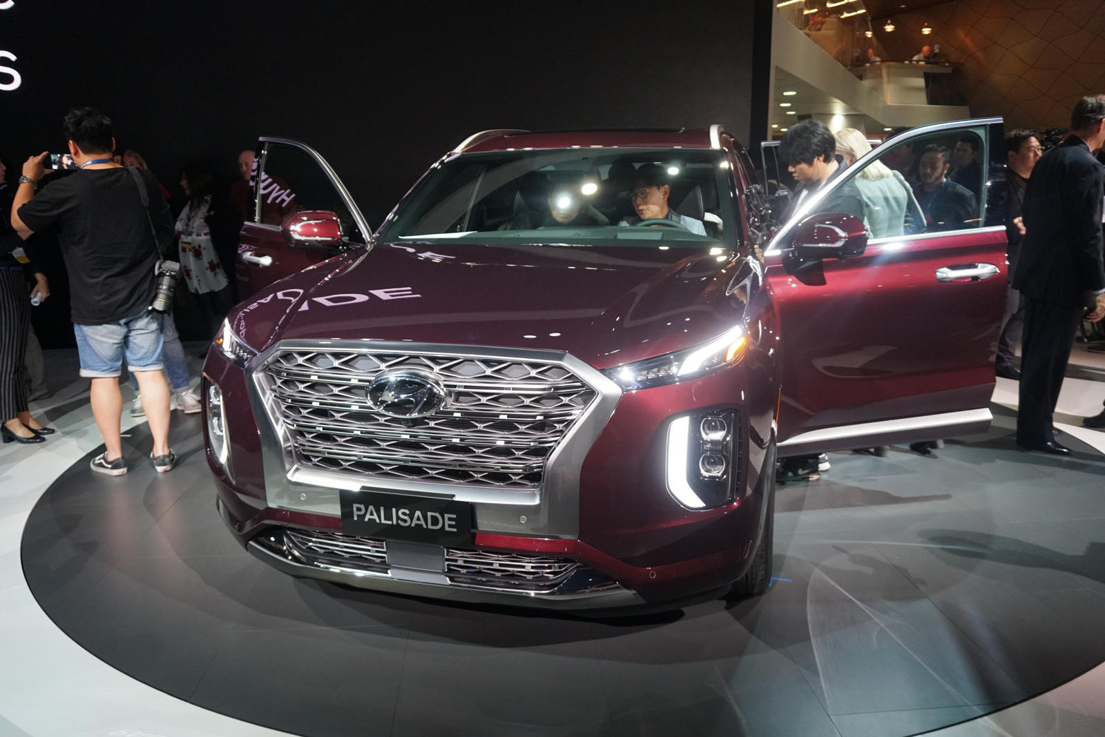 2020 Hyundai Palisade Arrives Ready To Haul Your Whole ...