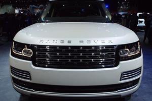 Range Rover LWB Autobiography Black Launches