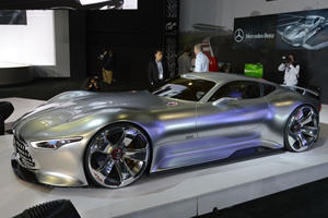 Building Mercedes-Benz AMG Vision Gran Turismo