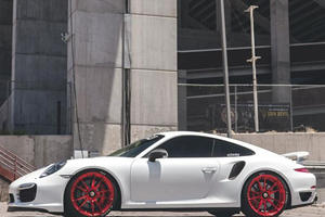 Porsche 911 Turbo by Vivid Racing