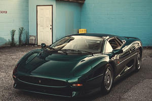 Jaguar XJ220 is Nineties Car Porn at its Best