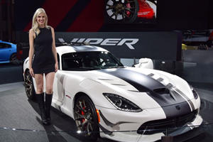 The Girls Of The 2016 New York Auto Show Stole Our Hearts