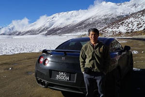 This Guy Is Driving His Nissan GT-R To Mount Everest