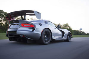 Enthusiasts Are Crowdfunding A Viper ACR Nurburgring Record Attempt
