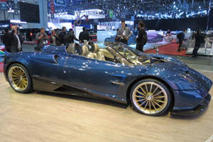 The Blue Carbon Pagani Huayra Roadster Looks Stunning In The Metal