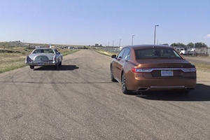 Old vs New: 7.5-Liter 1978 Lincoln Continental Races 2017 Continental