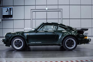 The First Porsche 911 Turbo Could Fit 40 Bottles Of Beer On Its Rear Wing