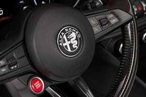 Alfa Romeo Giulia Quadrifoglio Sedan Aux Controls