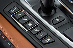 2017 BMW X6 M 4dr SUV Aux Controls