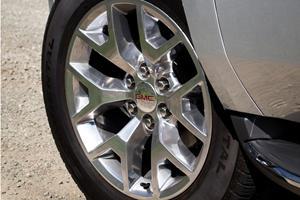 2018 GMC Yukon SLT 4dr SUV Wheel