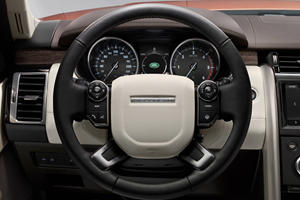 2017 Land Rover Discovery HSE Luxury Td6 4dr SUV Steering Wheel Detail
