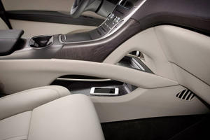 2017 Lincoln MKX Reserve 4dr SUV Interior Detail Shown