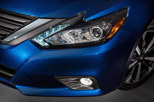 2017 Nissan Altima 2.5 SR Sedan Headlight