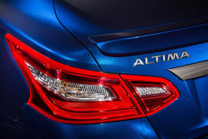 2017 Nissan Altima 2.5 SR Sedan Rear Badge