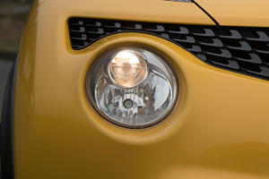 2017 Nissan Juke SL 4dr Hatchback Headlamp Detail