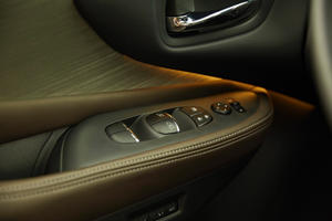 2017 Nissan Murano Platinum 4dr SUV Interior Detail