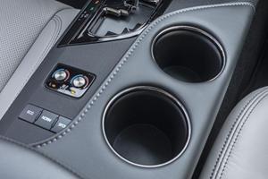2018 Toyota Avalon Limited Sedan Cupholders