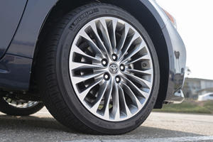 2018 Toyota Avalon Limited Sedan Wheel