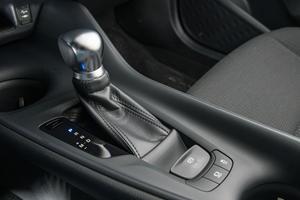 2018 Toyota C-HR XLE Premium 4dr SUV Shifter