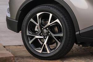 2018 Toyota C-HR XLE Premium 4dr SUV Wheel