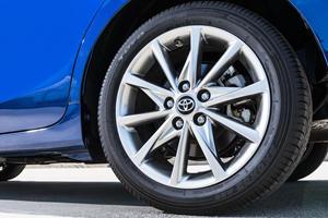 2017 Toyota Prius v Five Wagon Wheel