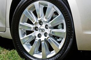 2017 Toyota Sienna Limited Premium 7-Passenger Passenger Minivan Wheel