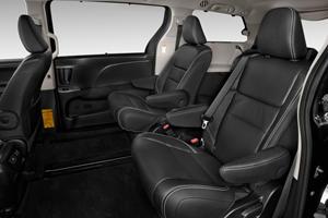 2017 Toyota Sienna SE 8-Passenger Passenger Minivan Rear Interior