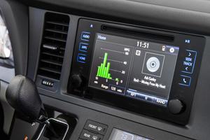 2017 Toyota Sienna XLE Premium 7-Passenger Passenger Minivan Center Console