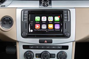 2017 Volkswagen CC 2.0T R-Line Executive Sedan Center Console