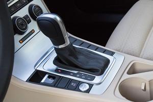 2017 Volkswagen CC 2.0T R-Line Executive Sedan Shifter