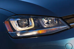 2017 Volkswagen Golf SportWagen TSI SEL Wagon Headlamp Detail