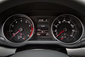 2017 Volkswagen Passat S Sedan Gauge Cluster