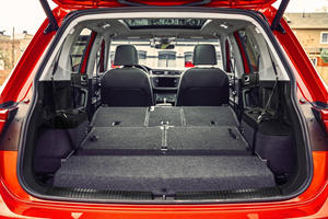 2018 Volkswagen Tiguan SEL Premium 4Motion 4dr SUV Rear Seats Down