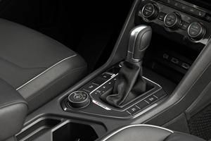2018 Volkswagen Tiguan SEL Premium 4Motion 4dr SUV Shifter