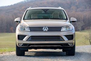 2017 Volkswagen Touareg V6 Executive 4dr SUV Exterior