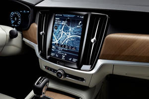 2018 Volvo S90 T6 Inscription Sedan Center Console