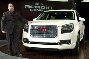 The Refreshed 2013 GMC Acadia Features New Tech and Looks in Chicago