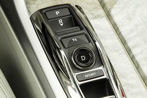 2018 Acura RLX Sport Hybrid Gearbox Controls