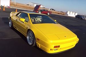 The Old School Lotus Esprit SE Is Still Your Best Entry-Level Exotic